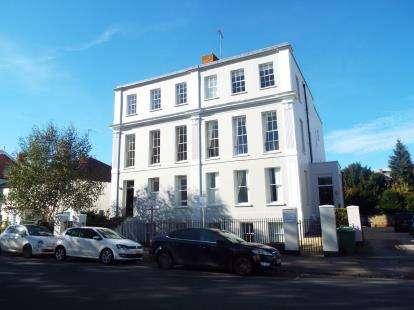 2 Bedrooms Flat for sale in Sandford Park Villas, 81-83 Bath Road, Cheltenham, Gloucestershire