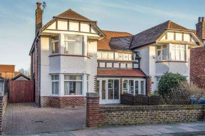3 Bedrooms Semi Detached House for sale in Dunbar Road, Southport, Lancashire, Uk, PR8