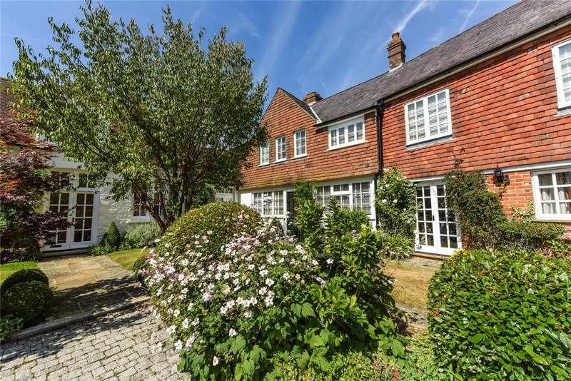 2 Bedrooms Unique Property for sale in Biddulph Mews, Burton Park, Duncton, Petworth, West Sussex, GU28