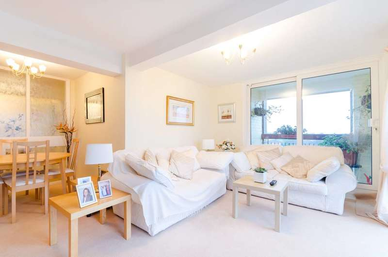 2 Bedrooms Flat for sale in Bonchurch Close, Sutton, SM2