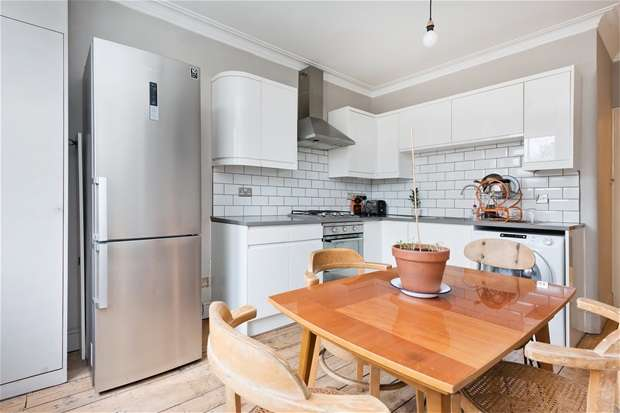 3 Bedrooms Flat for rent in Croxted Road, Herne Hill