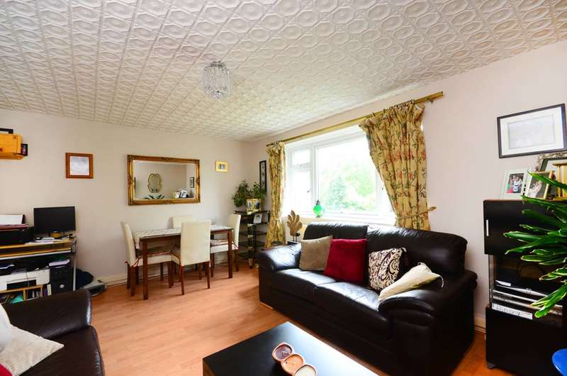 2 Bedrooms Flat for sale in Rathmell Drive, Clapham Park, SW4