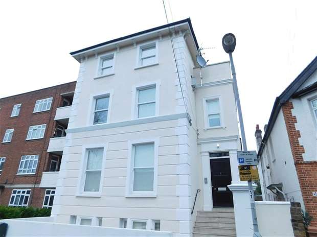2 Bedrooms Flat for sale in Grove Road, Surbiton