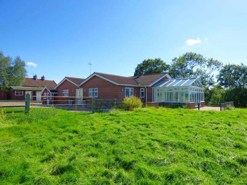 5 Bedrooms Bungalow for sale in ROMAN ROAD, LEEMING, DL7 9RX