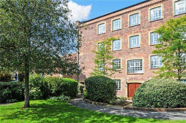 3 Bedrooms End Of Terrace House for sale in The Sadlers, Westhampnett, Chichester