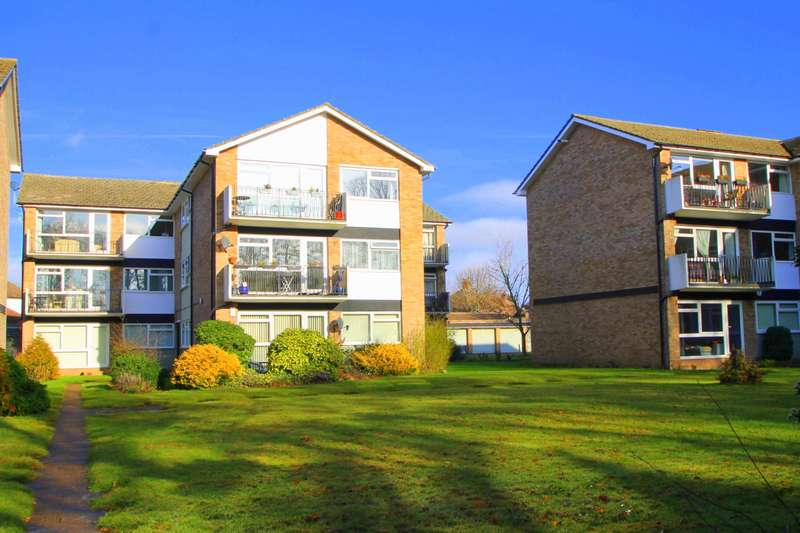 2 Bedrooms Flat for sale in Fairview Court, Manor Road, Ashford, TW15