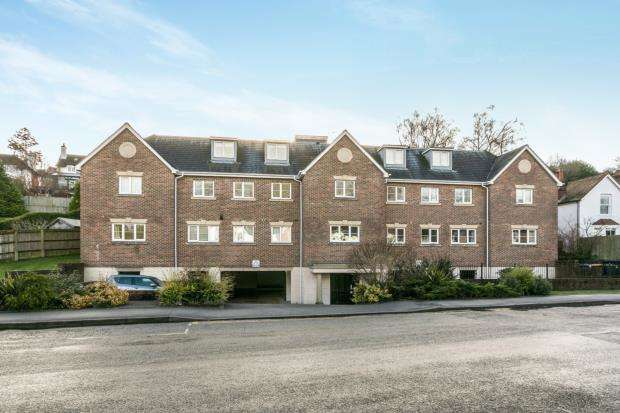 2 Bedrooms Flat for sale in Kings Road, Haslemere, Surrey