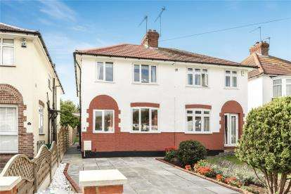 3 Bedrooms Semi Detached House for sale in Brookmead Way, Orpington
