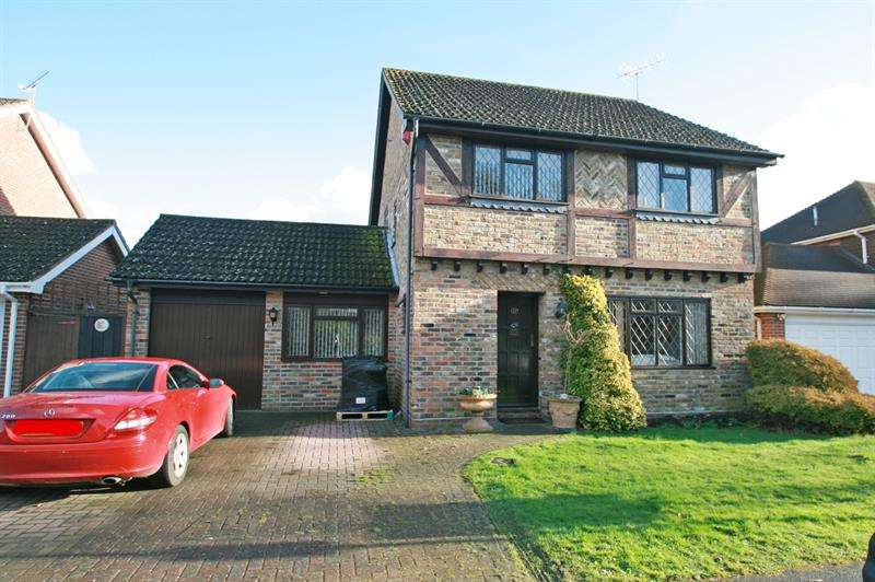 4 Bedrooms Detached House for sale in Nightingale Close, Rowland's Castle