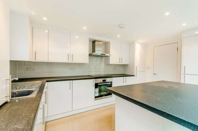 3 Bedrooms House for rent in Landseer Road, Holloway, N19