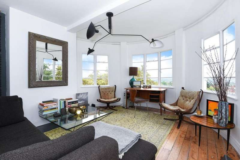 2 Bedrooms Flat for sale in Pages Lane, Muswell Hill