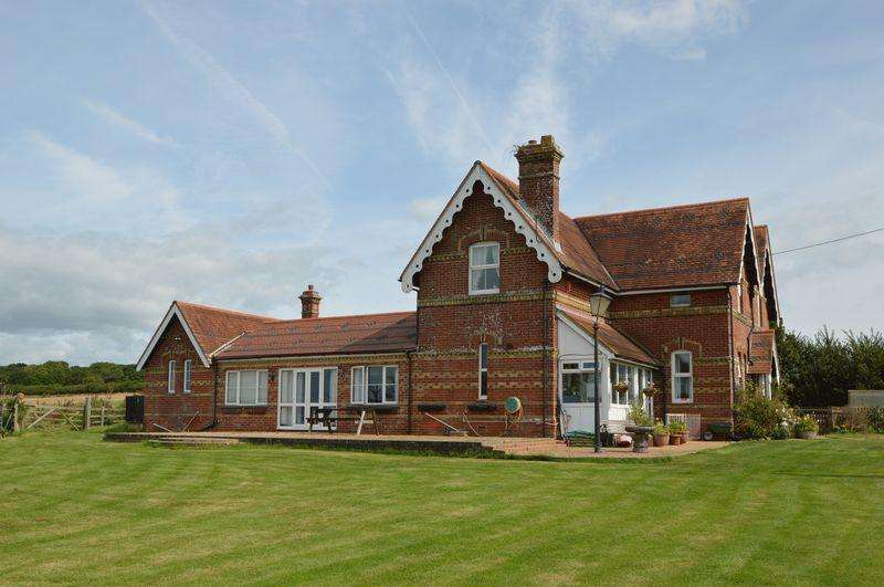 6 Bedrooms Detached House for sale in Whippingham, PO32 6NQ