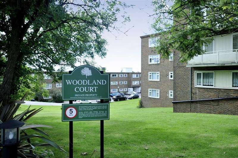 3 Bedrooms Flat for sale in Woodland Court, Hove