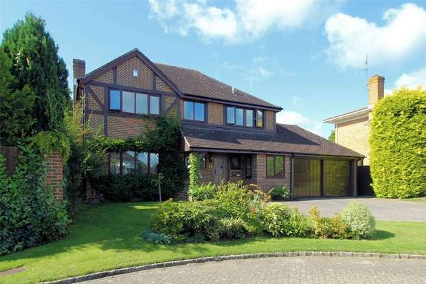4 Bedrooms Detached House for rent in Bisley, Surrey