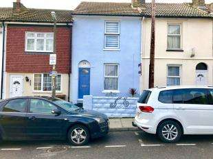2 Bedrooms Terraced House for sale in Saunders Street, Gillingham, Kent, .