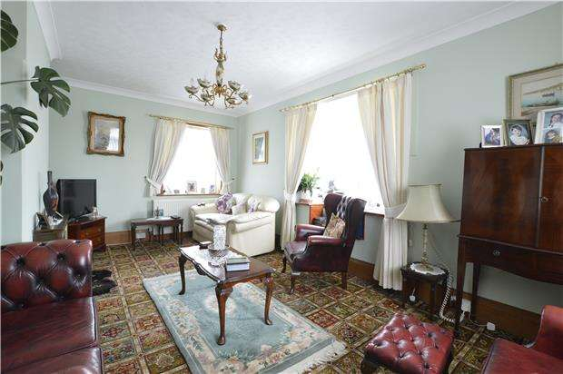 3 Bedrooms Detached House for sale in Harold Road, HASTINGS, East Sussex, TN35 5HG