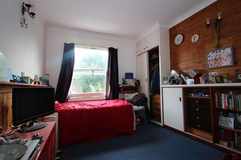 Flat for sale in Batoum Gardens, London