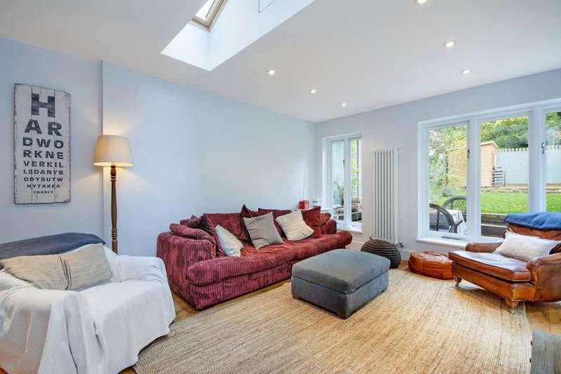 2 Bedrooms Flat for rent in Uxbridge Road, Shepherd's Bush, W12