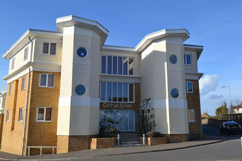 2 Bedrooms Flat for sale in Castle Road, Whitstable