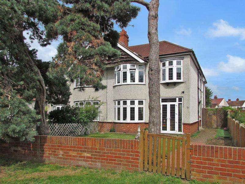 4 Bedrooms Semi Detached House for sale in Heathclose Road, Dartford