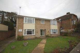 2 Bedrooms Flat for sale in Woodsland Court, Woodsland Road, Hassocks, West Sussex