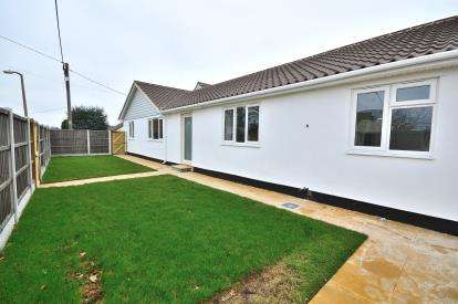 2 Bedrooms Bungalow for sale in Ashingdon, Rochford, Essex
