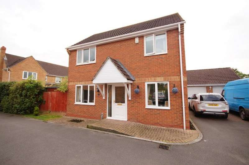 3 Bedrooms Detached House for sale in Ingamells Drive, Saxilby