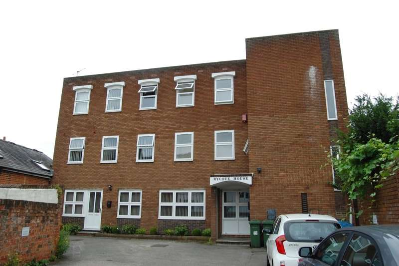 2 Bedrooms Flat for rent in Temple Square, Aylesbury, HP20