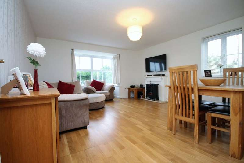 2 Bedrooms Flat for sale in Bancroft Chase, Hornchurch, RM12