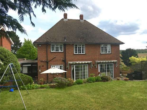 3 Bedrooms Detached House for rent in Chanton Drive, Cheam