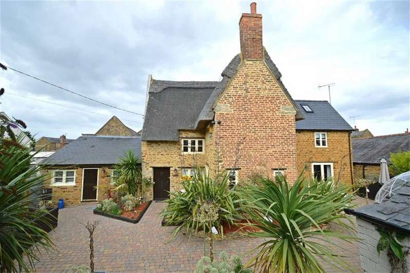 4 Bedrooms Cottage House for sale in Moulton