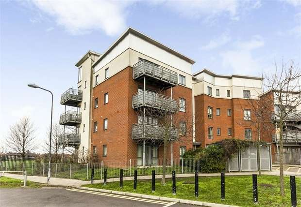 2 Bedrooms Flat for sale in Gunyard Mews, London