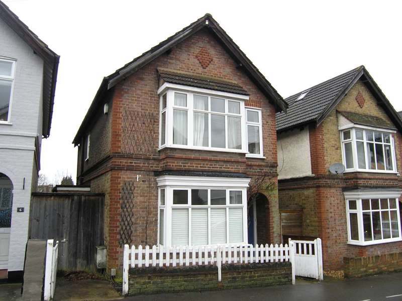 3 Bedrooms Detached House for sale in Bendysh Road, Bushey