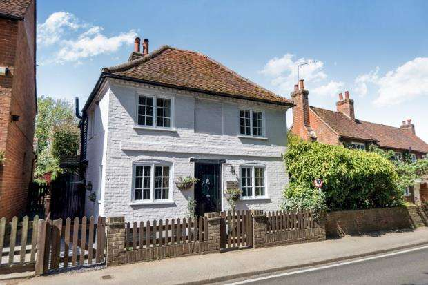 3 Bedrooms Detached House for sale in West Clandon, Guildford, Surrey