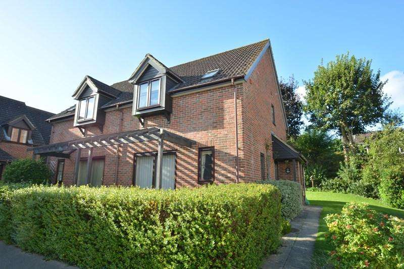 2 Bedrooms Retirement Property for sale in Carters Meadow, Charlton, Andover
