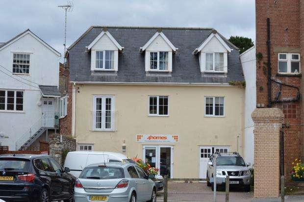 2 Bedrooms Flat for sale in Holmes Court, Russell Street, Sidmouth, Devon