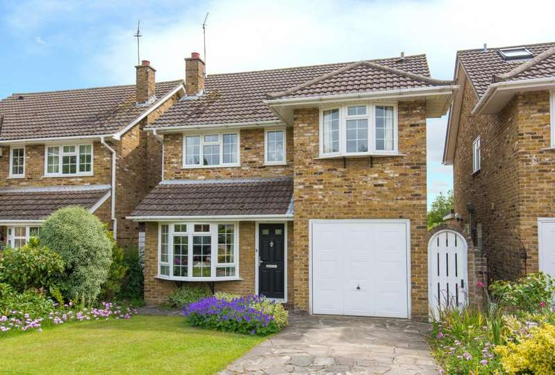 4 Bedrooms Detached House for sale in Rectory Chase, Doddinghurst, Brentwood, Essex