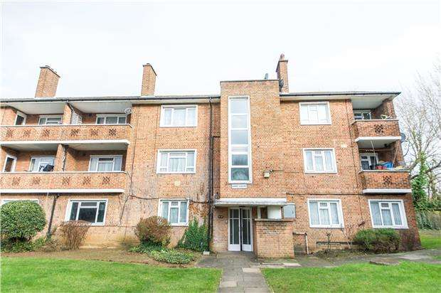 2 Bedrooms Flat for sale in Gore Court, Fryent Way, KINGSBURY, NW9 9SN