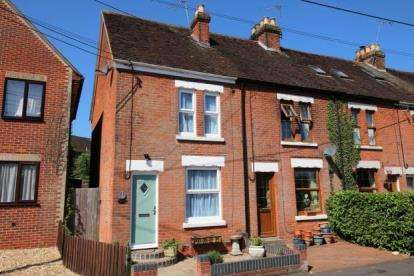 2 Bedrooms Semi Detached House for sale in Victoria Road, Bishops Waltham, Southampton