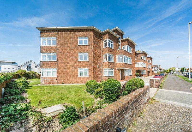 3 Bedrooms Apartment Flat for sale in George V Avenue, West Worthing
