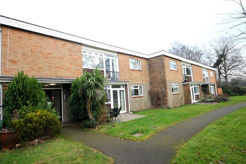 2 Bedrooms Ground Flat for sale in Field Close, Bromley