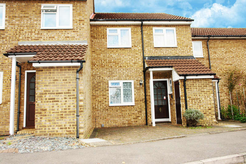 3 Bedrooms Terraced House for sale in St Georges Gardens, Tolworth
