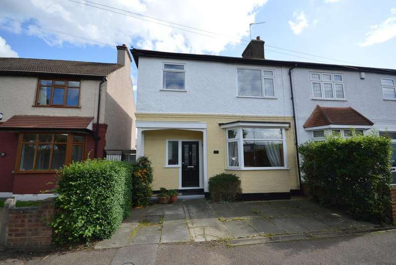 3 Bedrooms Semi Detached House for sale in Cedar Road, Romford, RM7