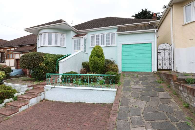 4 Bedrooms Detached Bungalow for sale in Dacre Gardens, Chigwell, IG7