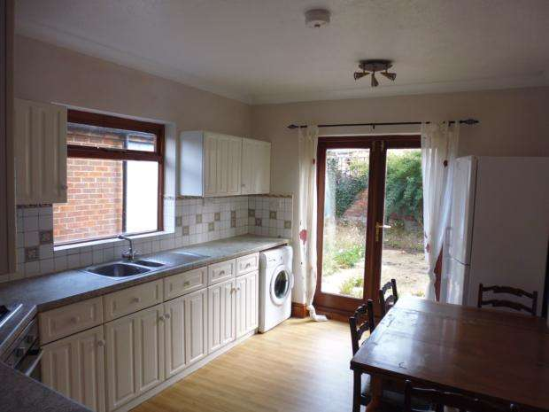 5 Bedrooms Semi Detached House for rent in Castle Road, Bedford, MK40
