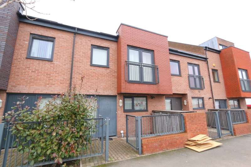 3 Bedrooms Property for rent in Silverlace Avenue, Manchester, M11