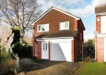 3 Bedrooms Detached House for sale in Hillside Drive, Chesterfield, Derbyshire
