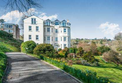 2 Bedrooms Flat for sale in Beer Hill, Seaton, Devon