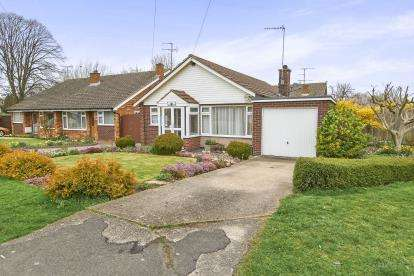 3 Bedrooms Bungalow for sale in Broughton Avenue, Aylesbury