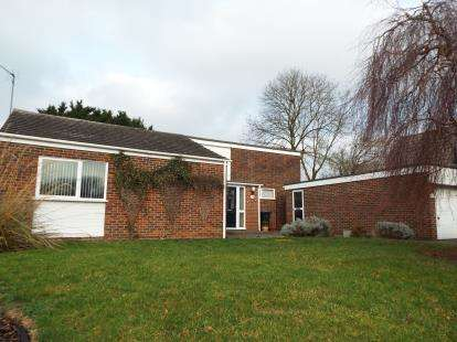 2 Bedrooms Bungalow for sale in Stony Wood, Harlow, Essex